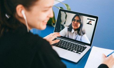 ¿Por qué ver nuestra cara en zoom todos los días afecta nuestra imagen?