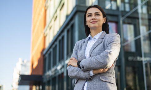Traducción Financiera: Un campo que las mujeres han sabido aprovechar pese a la breza laborar de género en el área financiera.